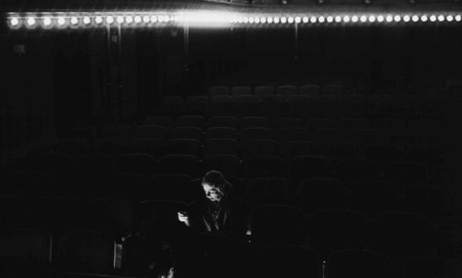 Liberté la nuit un film de Philippe Garrel (1983, 1h30) copie numérique restaurée par l'INA  Paris, à l'époque de la guerre d'Algérie. Mariés depuis longtemps, Jean et Mouche vivent une séparation douloureuse. Jean est instituteur, Mouche fait des travaux de couture. Chacun d'eux, sans que l'autre le sache, est engagé aux côtés du FLN.