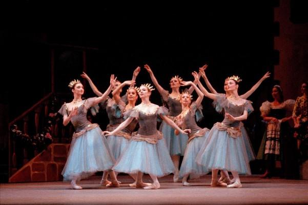 nouveau  Découvrez prochainement l'abonnement de saison,  Une nouvelle offre avantageuse pour les amoureux du Royal Opera House ! Renseignements sur www.lesecransdeparis.fr